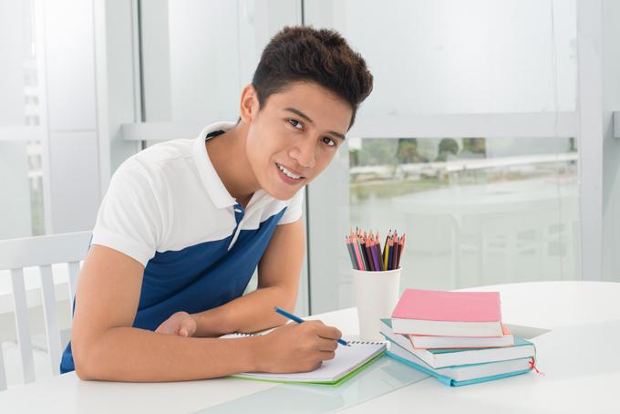 日本語を勉強する外国人